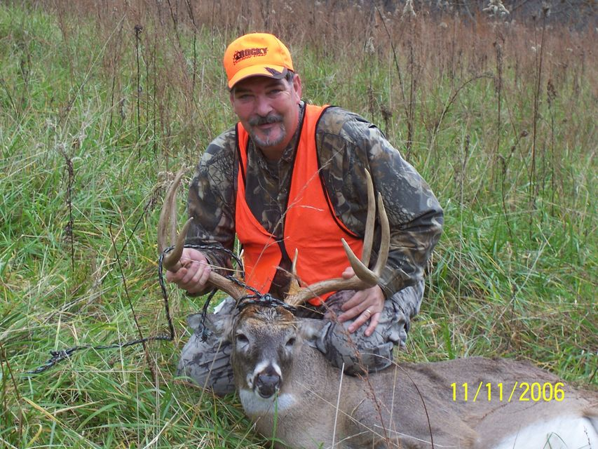 Click to view full size image  ==============  187 yard -1 shot kill 8 point buck, scoing roughly by taxidermist 150/155
